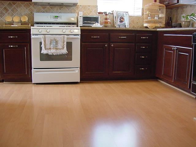 напольное покрытие для кухни из ламината
