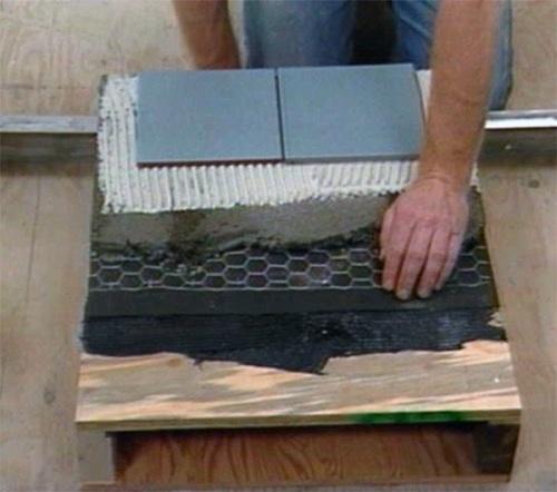Положить плитку на деревянный пол своими руками