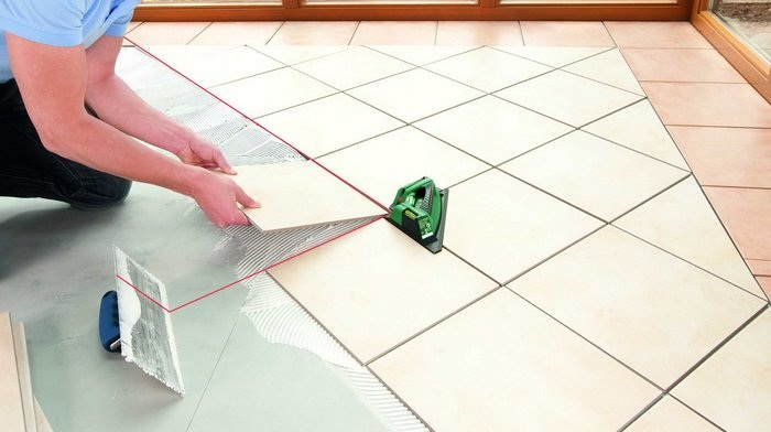 Kako položiti ploščice na tla diagonalno