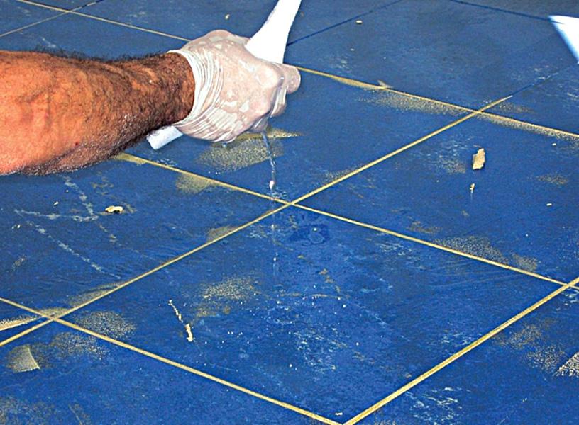 Чем оттереть плиточный клей